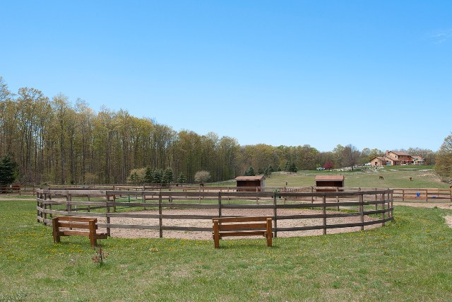 country home with horse facilities